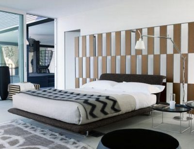 Modern-bedroom-interior-design-with-platform-dark-bed-and-bedside-table